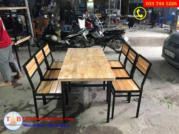 Bộ bàn ghế chân sắt mặt gỗ ghế nan thường